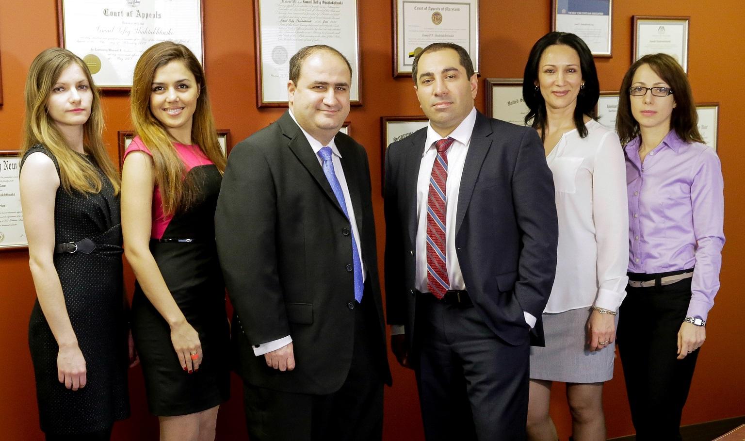 Адвокат Исмаил Шахтахниский с сотрудниками. Фото из личного архива