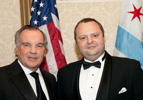 Евгений Мельцер (справа) рассказывает, что офицерам можно и нужно давать отпор. Фото из личного архива