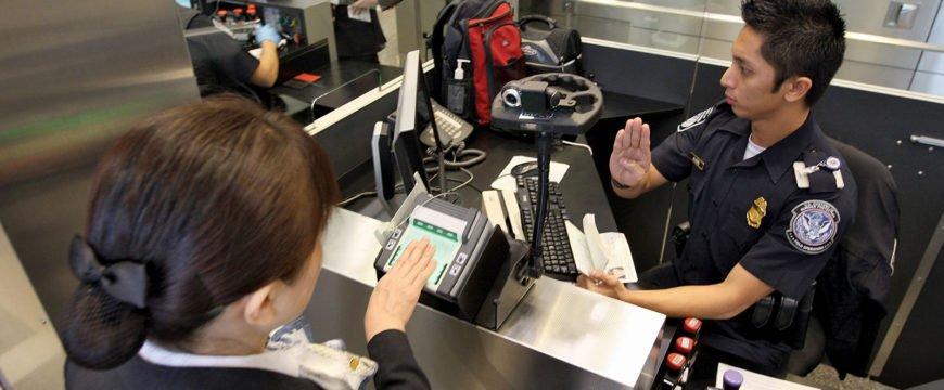Теперь на таможне иностранцы должны предъявлять свои аккаунты в социальных сетях. Фото: http://media.web.britannica.com/