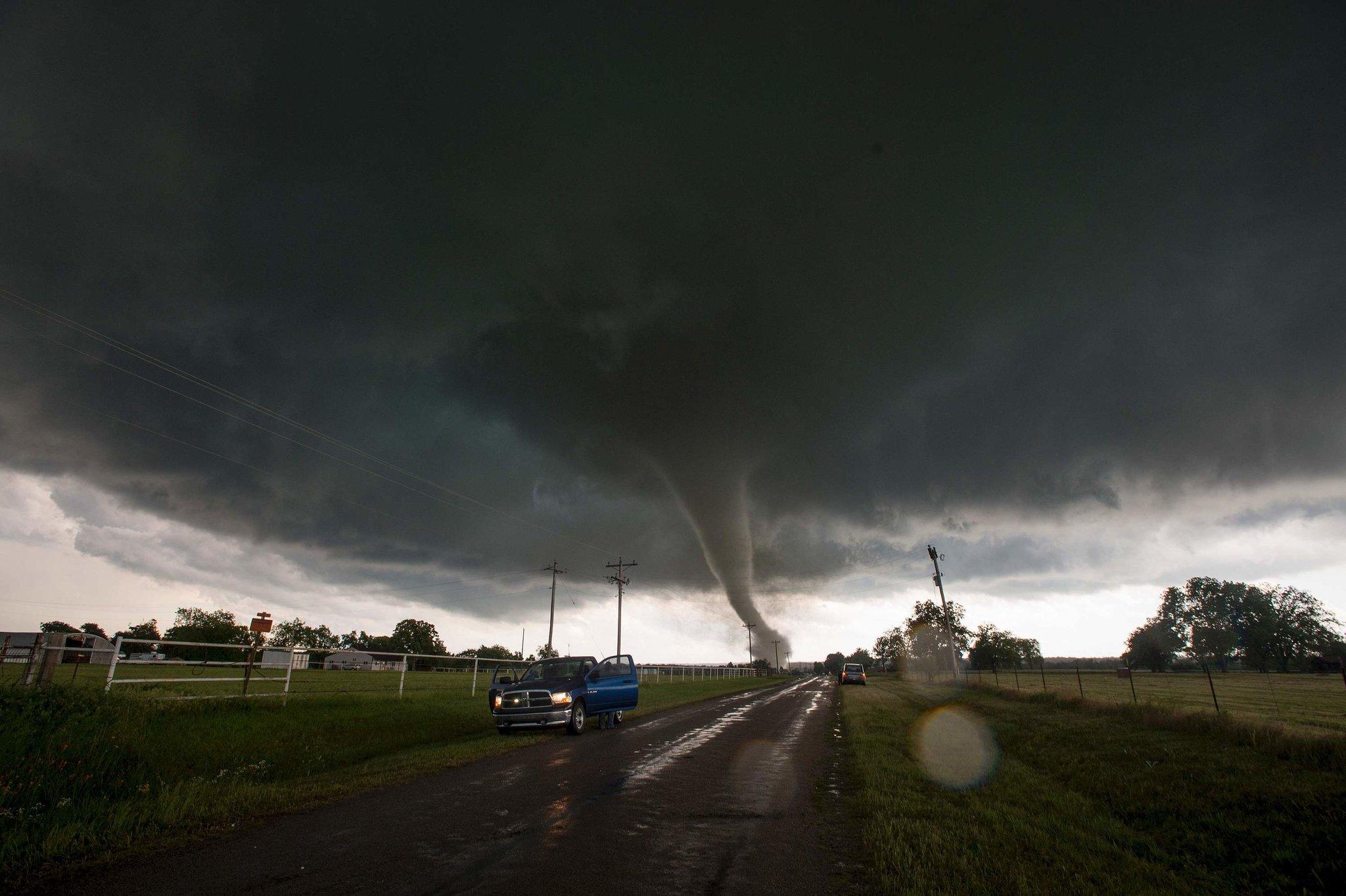 Торнадо уже забрал жизнь 18 людей, многие травмированы. Фото: nytimes.com