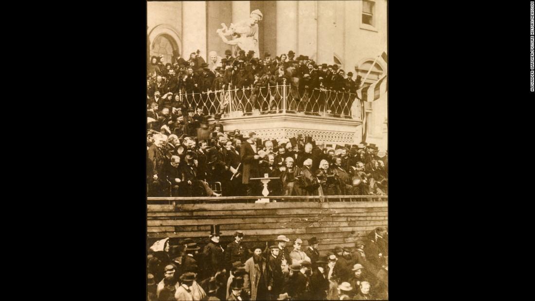 Абрахам Линкольн читает инаугурационную речь. Фото: cnn.com