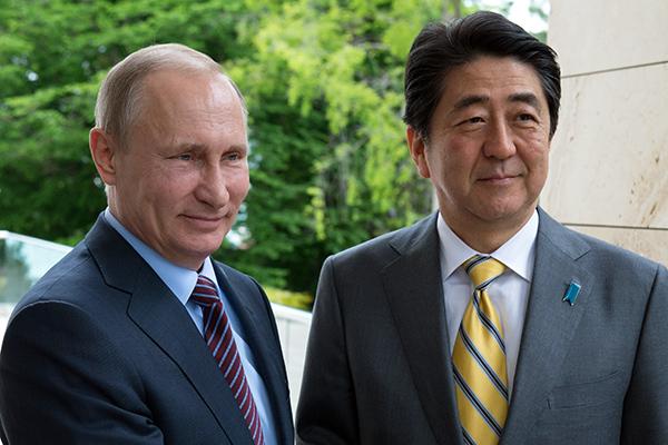 Президент РФ Владимир Путин и премьер-министр Японии Синдзо Абэ проведут 28 января переговоры с Трампом. Фото lenta.ru