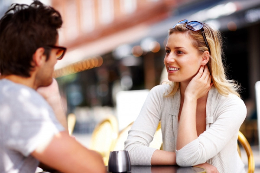 Ни одной женщине не стоит завязывать отношения со знакомства на улице. Фото http://feelit.ru/