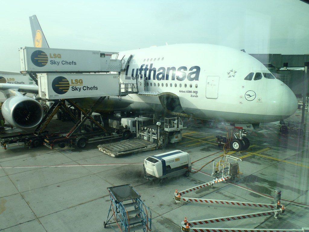 Если вы летите с пересадкой, убедитесь, что вам не понадобится шенгенская виза. Фото columbus-chocolate.com