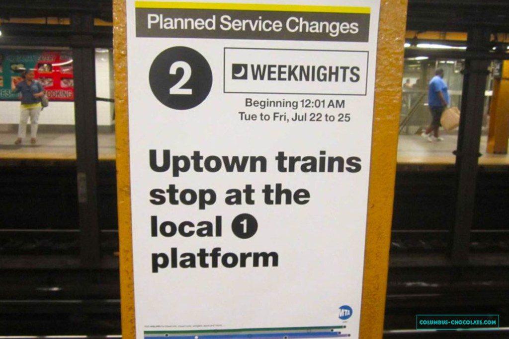 Читайте объявления в метро - информация может пригодиться. Фото columbus-chocolate.com