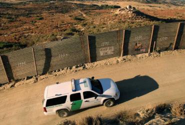 Трамп официально приказал построить стену на границе с Мексикой