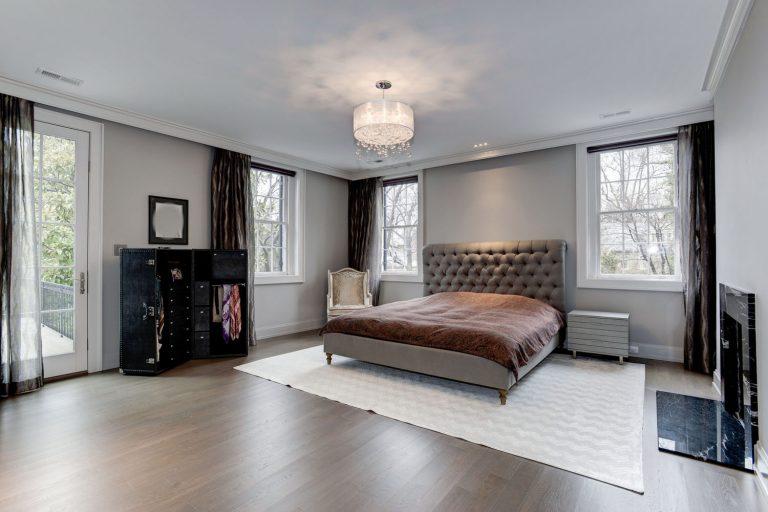 Одна из спален в новом Вашингтонском доме Фото: idesignarch.com