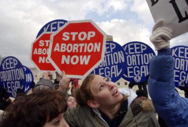 Проблема абортов расколола общество США. Фото: secularpress.com