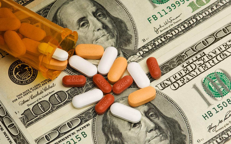 Иногда медицинские счета становятся заоблачными. Фото: parade.com