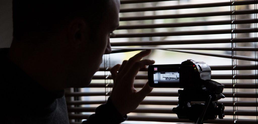 Иногда, чтобы не попасть в руки мошенников, лучше перестраховаться и обратиться к частному детективу. Фото http://domanskiy.com/