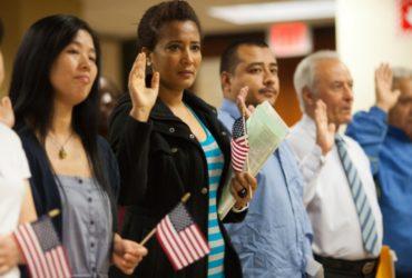 Многие люди стали гражданами США за последние годы. Фото: green.house.gov