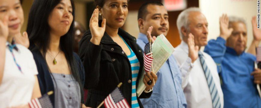 Сколько иммигрантов приезжает в США