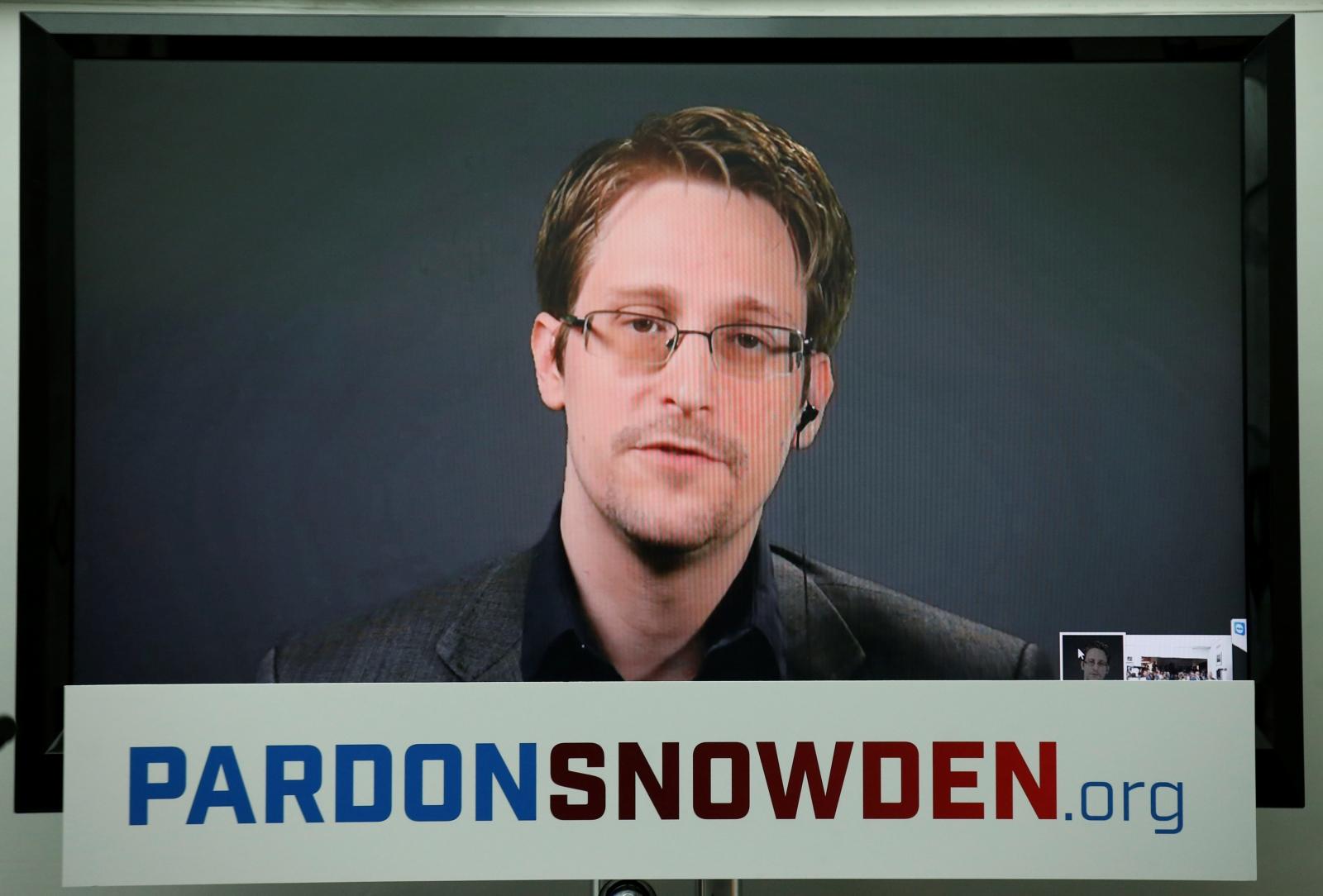 Более миллиона человек просят помиловать Сноудена. Фото: ibtimes.co.uk