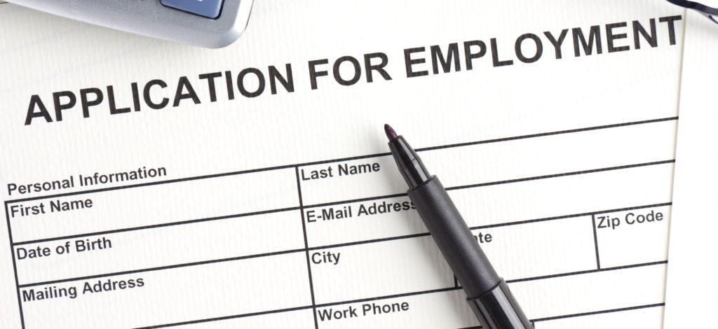 Новый закон автоматически продлевает разрешение на работу. Фото tqn.com