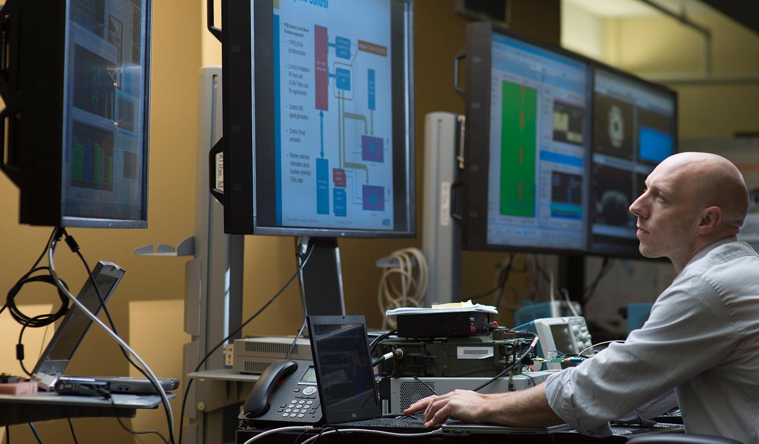 В Кремниевой долине становится все больше физиков. Фото: mitre.org