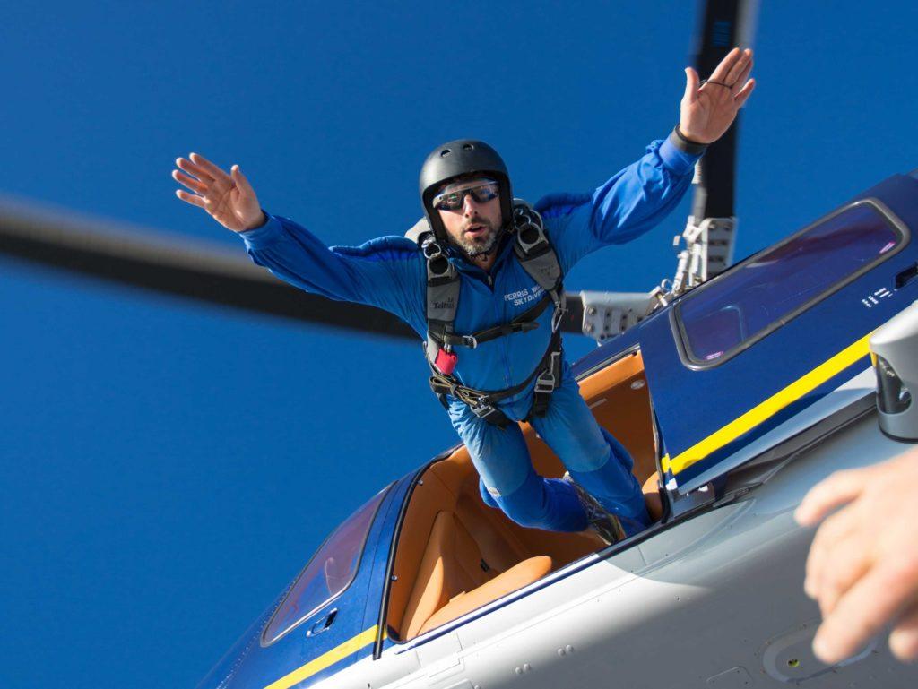 Сергей Брин может на выходных и с парашютом прыгнуть. Фото businessinsider.com