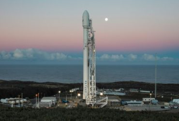 SpaceX запускает первую ракету в космос после прошлогоднего провала