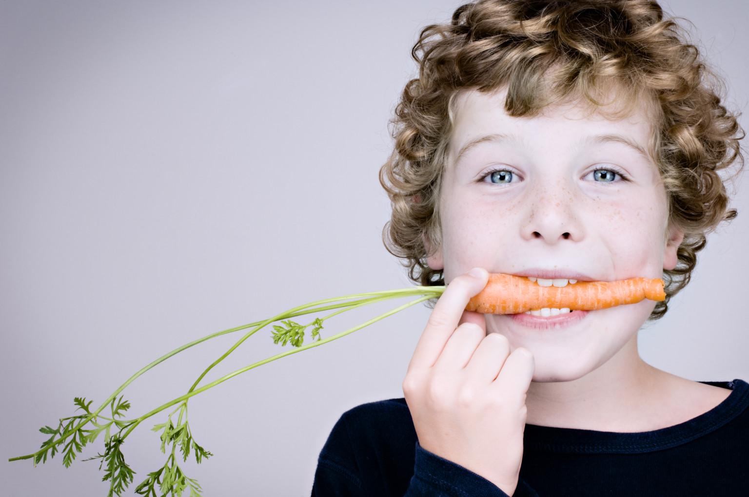 Лучше не давать детям деньги за правильное питание. Фото: elrhey.com