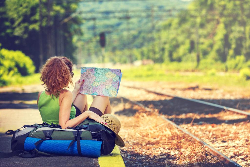 В путешествиях вам понадобится страховка на случай непредвиденных обстоятельств. Фото lifehacker.ru
