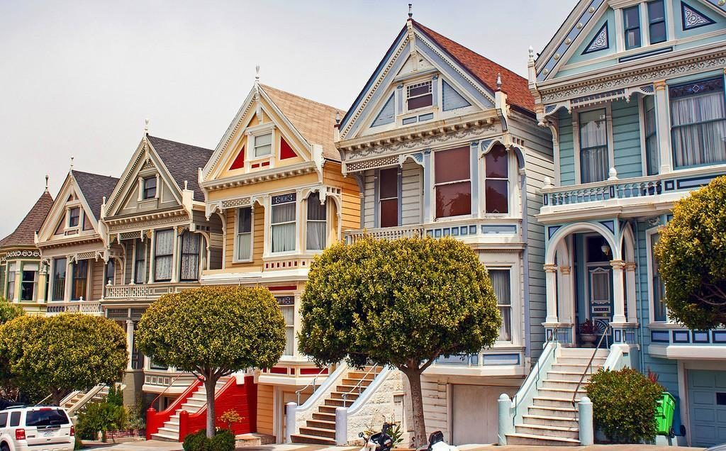 Улица Штайнер (Steiner) в Сан-Франциско с её викторианскими домами Painted Ladies. Фото mirkrasiv.ru