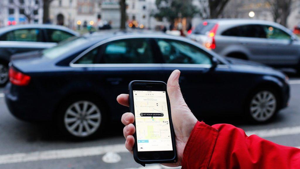 Если не использовать постоянно Uber, а использовать общественный транспорт, это снизит расходы. Фото usualhouse.com