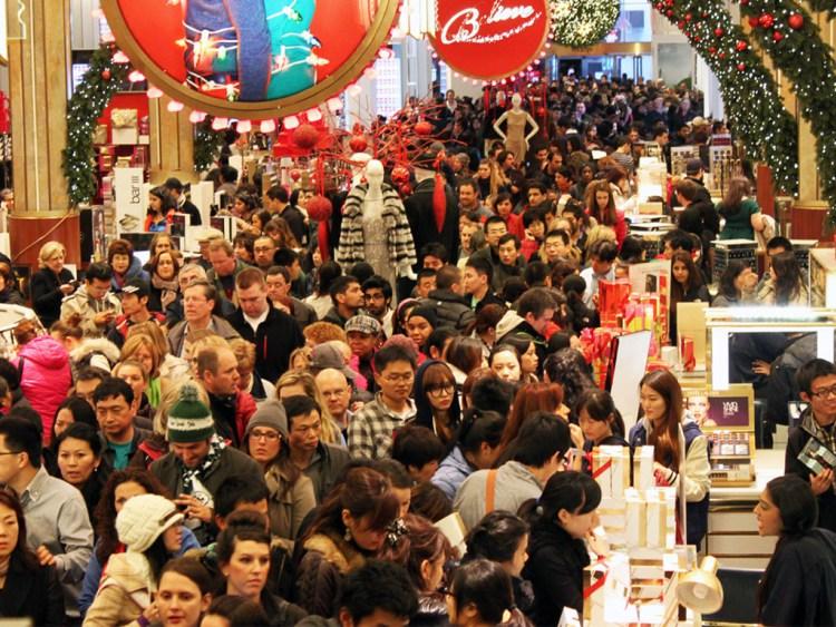 Очереди в магазинах иногда могут занимать по 50 минут. Фото columbus-chocolate.com