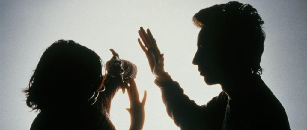 Если будет доказан факт насилия в семье, получить статус резидента можно раньше срока. Фото eastbook.eu