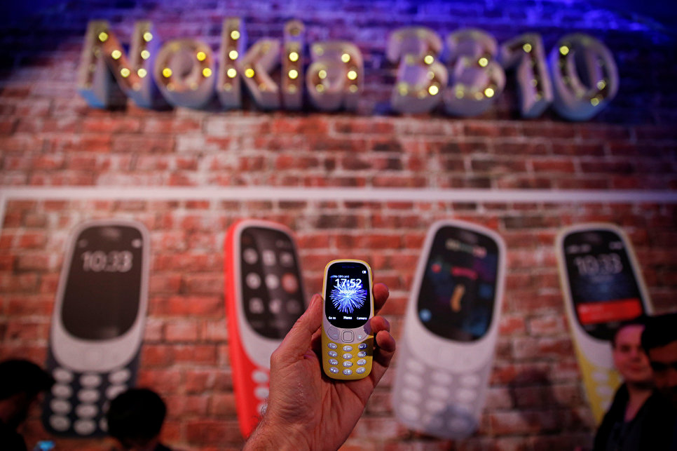 Новая Nokia 3310. Фото REUTERS/ Paul Hanna