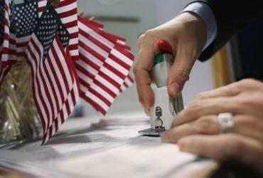 В Конгрессе появилась идея вдвое уменьшить количество виз. Фото: thebalance.com