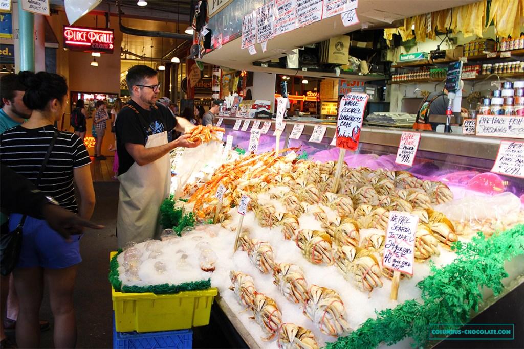 Pike Place Market - место, где продают вкуснейшие морепродукты. Фото columbus-chocolate.com
