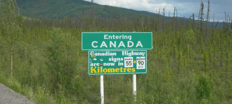 Иммигранты массово бегут из США в Канаду