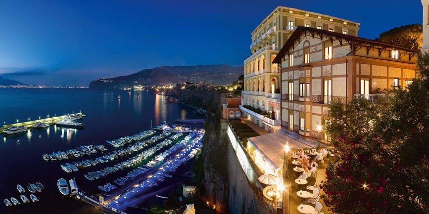 Пребывание на спа-курорте Golden Door Пребывание в отеле Grand Hotel Excelsior Vittoria в Сорренто Пребывание в отеле Grand Hotel Tremezzo на озере Комо. Фото Business Insider