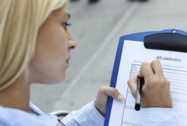 Многие известные компании готовы нанимать иностранных работников. Фото: thebalance.com