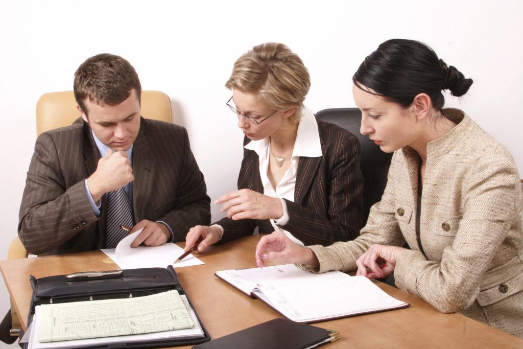 Бракоразводный процесс - сложное занятие, и не все проходят это испытание с достоинством. Фото happymigration.com