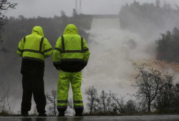 Как американцы помогают эвакуированным из Оровилла