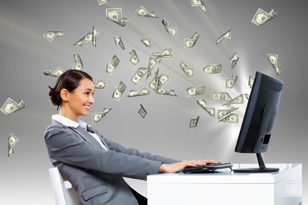 Смартфон и компьютер - то, что поможет заработать дополнительные деньги. Фото: workitdaily.com