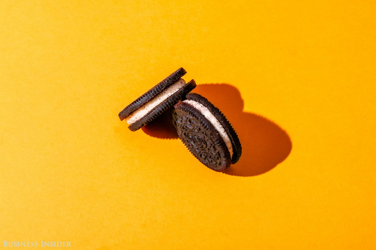 """Нужно всего два печенья """"Орео"""", чтобы уталить голод. Фото: businessinsider.com"""