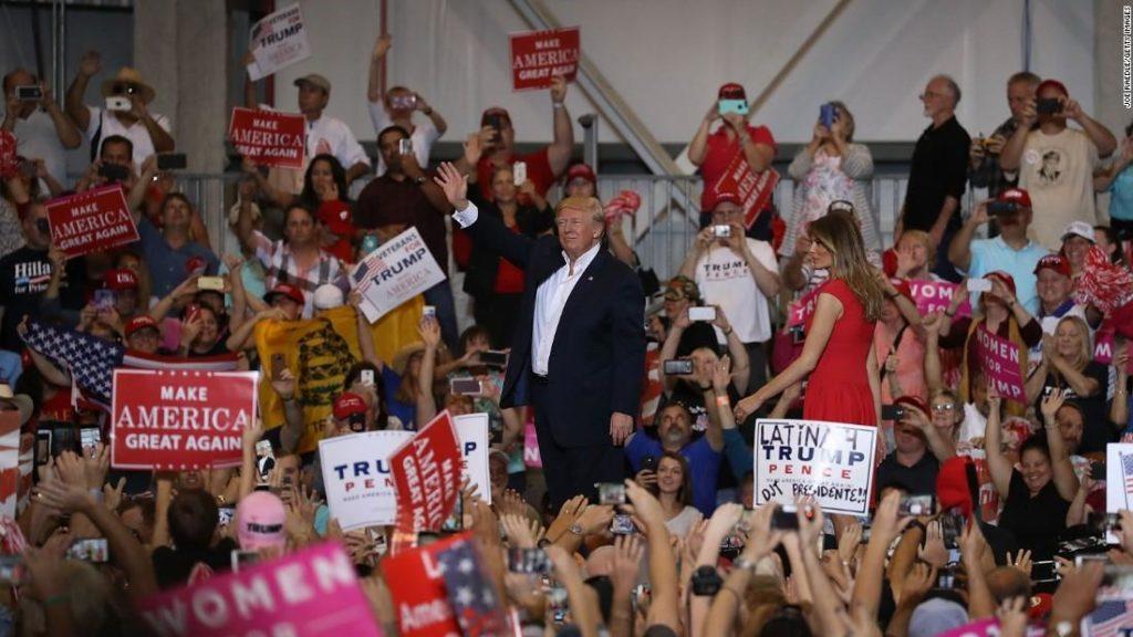 Дональд и Меланья Трамп во Флориде. Фото f3nws.com