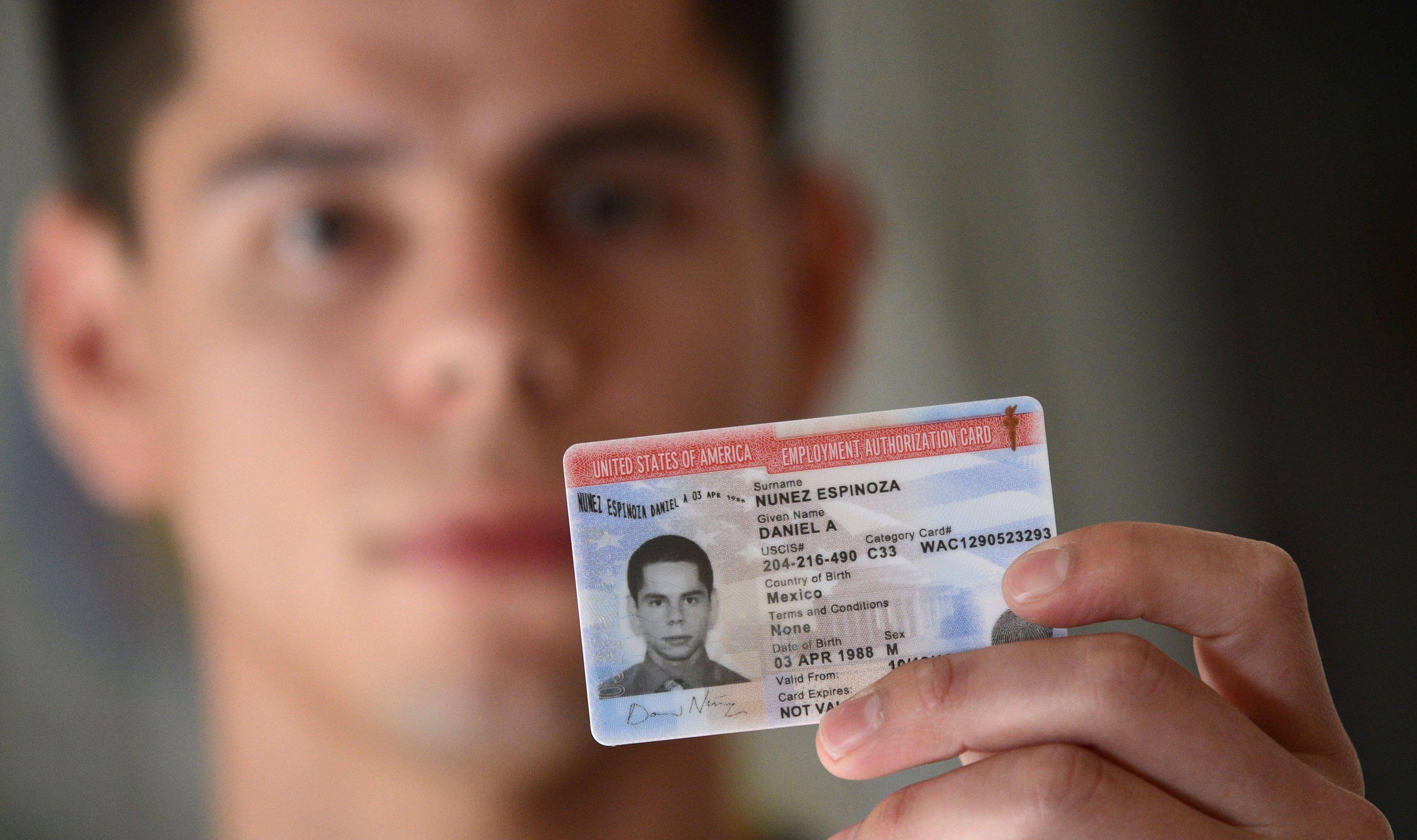 Теперь иммигрантам будет легче убедить работодателей о своем разрешении на работу. Фото: waterloo.k12.ia.us