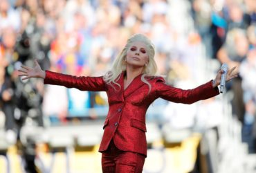 Lady Gaga sings the U.S. National Anthem before the start of the NFL's Super Bowl 50 between the Carolina Panthers and the Denver Broncos in Santa Clara, California February 7, 2016.      REUTERS/Mike Blake