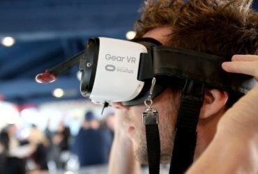 VR сейчас используется преимущественно для развлечений. Фото: youtube.com