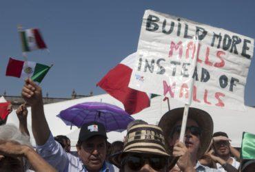 20 000 мексиканцев вышли на митинг против Трампа