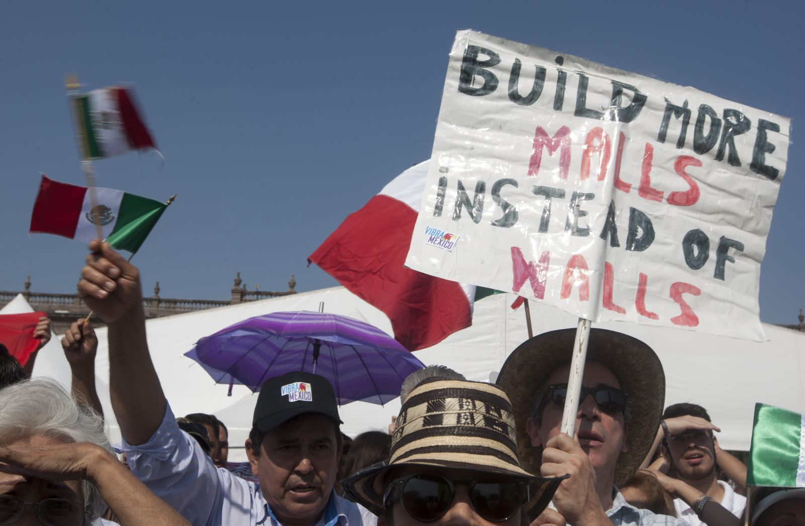 В Мексике проходят протесты против Дональда Трампа. Фото: businesstimes.com