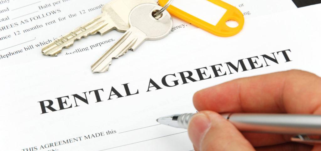 Многие документы, включая договора аренды, нужно использовать как доказательство законности брака. Фото consumeraffairs.com