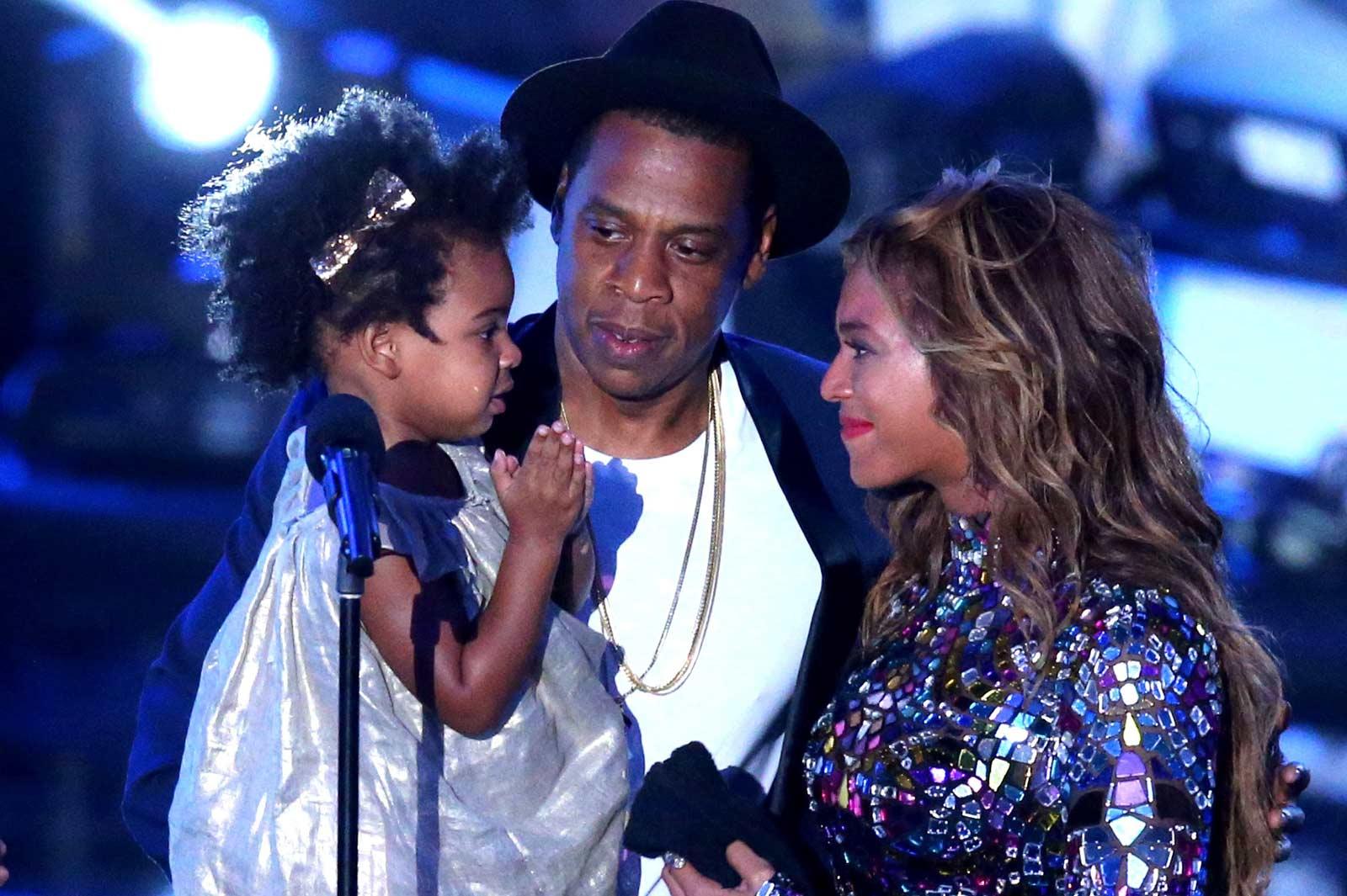 Бейонсе, Jay-Z и Блу Айви на сцене. Фото: popcrush.com