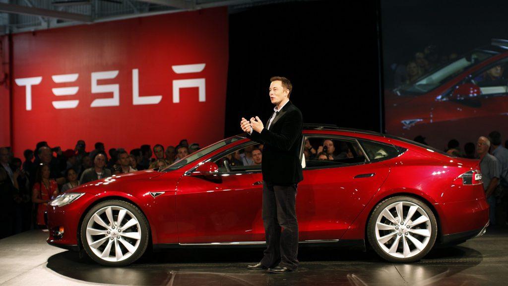 Илон Маск - глава совета директоров Tesla. Фото pjtsu.com