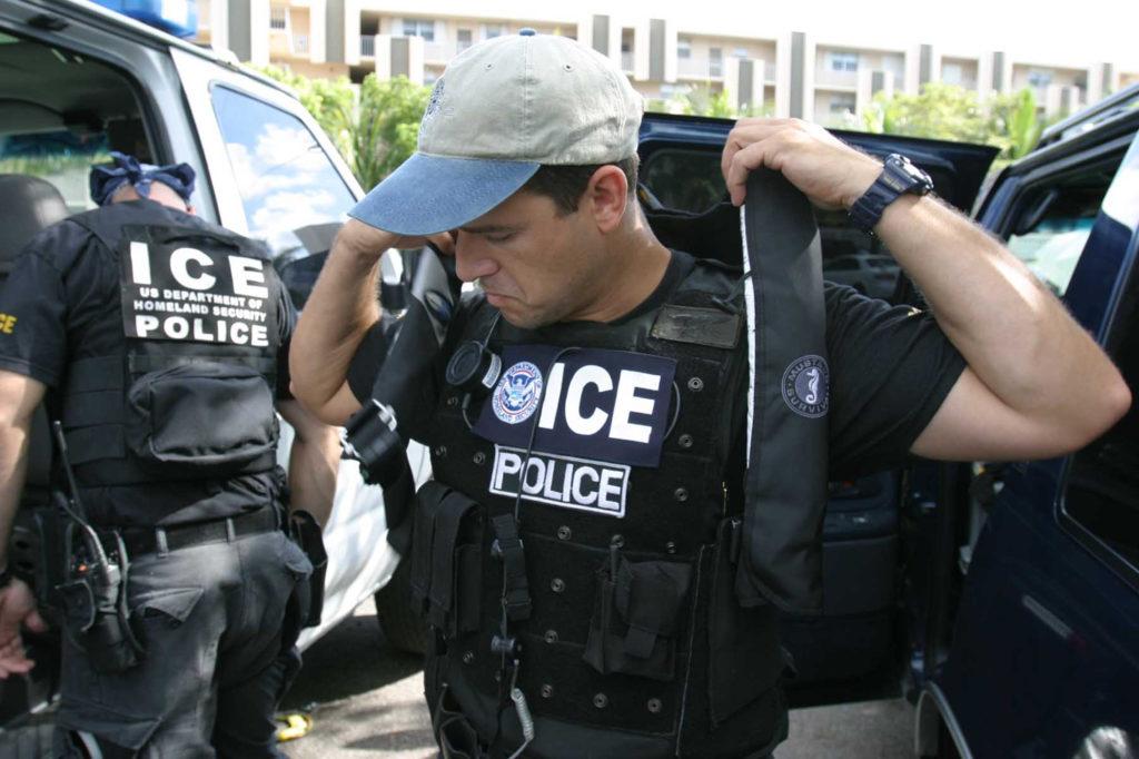 Сотрудники иммиграционной полиции провели рейды во многих штатах страны. Фото aclu.org