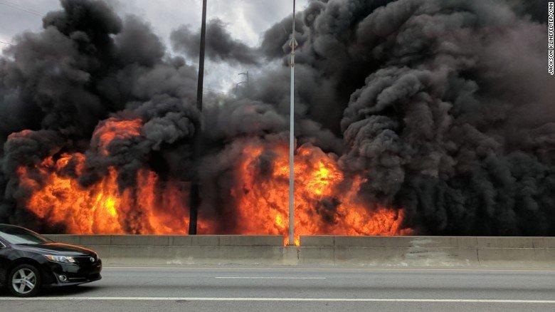 Причина пожара не известна. Фото: cnn.com