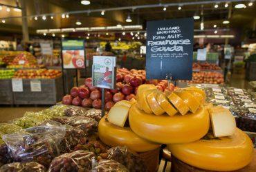 Люди умирают из-за сыра из Whole Foods