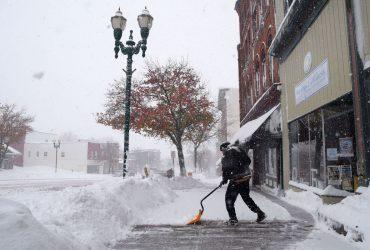 В Нью-Йорке готовятся к снежной буре, школы закрывают